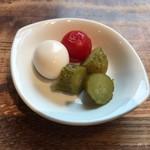 イーストヴィレッジ - 箸休め的なピクルス・プチトマト・うずらの卵