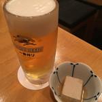炊き餃子と唐揚げ とき家 - 生ビール(550円) と お通し