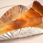 宝達山本舗 松月堂 - デンマーク産チーズを使用したとても美味なベイクドチーズケーキ。