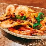 本格四川料理 三鼎 - 『殻付揚げ大エビの酸味辛味ソース』様(1100円)酸味は軽めながらいい感じに融合していてどちらかと言うとタイ料理に近い味わいで少し嬉しくなる☆