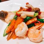 本格四川料理 三鼎 - 『むき海老と季節の野菜さっぱり炒め』様(1280円)あまりにすっ飛ばし過ぎたので少し抑え目にあっさりね♡