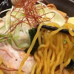 北海道らぁ麺 ひむろ - 黄色い多加水うまい。