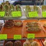 かめしまパン - 惣菜パンコーナー