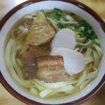 新山食堂 - 沖縄そばのアップ