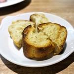 シャルキュ - 自家製パン