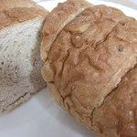 パン工房 麦の穂 - 料理写真:六穀パン