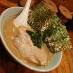 豚骨醬油ラーメン上野商店  - 豚骨醤油ラーメン(680円)2016年11月
