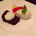 レストラン フィオーレ - アイスとチョコレートケーキ   王道のディセール♡