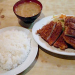 キッチン竹乃子 - チキンカツ(チキンが足りず特別にトンカツハーフにして頂きました)