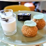 bills - ダブルチョコレートブラウニー  ピスタチオシュークリーム  ジャスミンパンナコッタ