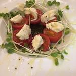 ラ・テッパーニャ - モッツアレラとトマトのサラダ