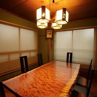 心ゆくまで食を楽しむ、落ち着いた雰囲気の個室です。