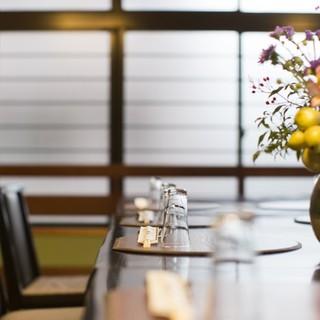 家族の記念日やお祝いの会食は、ゆったりとした和の空間で