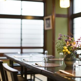 二人の大切な記念日の食事は、和の空間で味わう季節のコースを