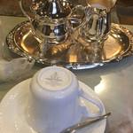 王城 - コーヒーは後から注いでくれます。