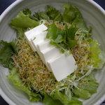 とがし肉家 - ジャコと豆腐のサラダ