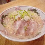 東京屋台らーめん 翔竜 - 料理写真:当店の看板、一番人気メニュー!塩ダレトンコツの屋台からの味です!