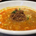 煌力 - 担々麺。ゴマの甘みは少なめで山椒効いてて美味しい
