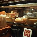 ワイン・チーズ&天然木 Unico - チーズ