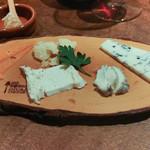 ワイン・チーズ&天然木 Unico - チーズ盛り合わせ