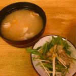 ヤキトンヤリキ - 豚汁とサラダ付き