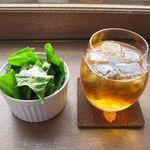 ボー マンチーズ&スモークバー - サラダ&ウーロン茶
