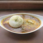 ボー マンチーズ&スモークバー - 燻製カレー(サラダ、ドリンク付き、1,000円)