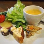 ROCCO - ランチの一口スープ、前菜、サラダ