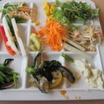 六丁目農園 - 野菜系の一皿。