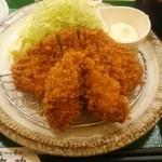 鎌倉かつ亭 あら珠 - カキフライ、ロースカツ定食。