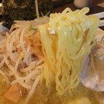 丸十 - つるつるの細ちぢれ麺。