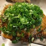 お好み焼き 人道 - 肉玉そばダブル+ねぎトッピング