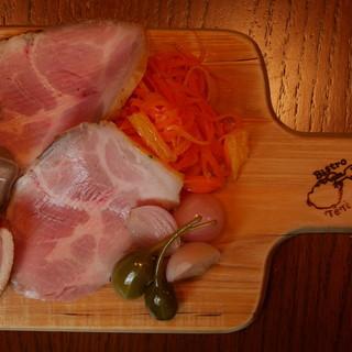 自家製ハムの盛り合わせ(ロースハム、豚タン、合鴨)