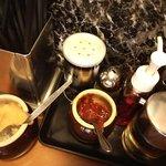 横浜家  - ニンニクや豆板醤を加えて、好みの味変を