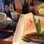 珈琲屋 松尾 - ホットサンドセット!セットのホットコーヒーはたっぷりシルバーポットから3杯!
