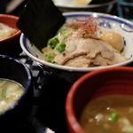 つけ麺や 武双 - つけ麺2種の全景
