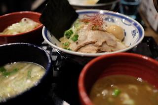 つけ麺や 武双 中目黒店 - つけ麺2種の全景