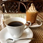 ミカドコーヒー - 旧軽通り(コーヒー)とミカド珈琲のモカソフト(グラス)