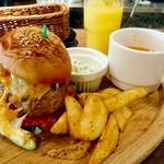 59196497 - ランチのハンバーガー