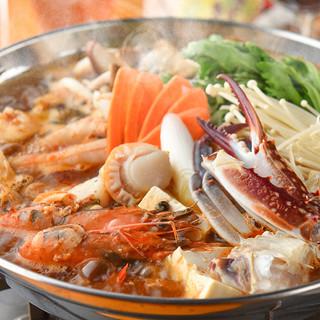 夏は火鍋が人気。台湾ビールと「麻辣海鮮火鍋」が美味い!