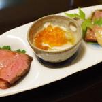 京洛肉料理 いっしん - ローストビーフ、ミノといくら、アオサうちもも(内平)、ミスジ奈良漬