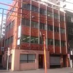 パナールコーヒー - 4階建てビルの1階部分