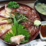 5921519 - 漬けマグロ・ハマチ丼(830円)