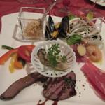 Omarukeputorye - コースの最初は前菜の盛り合せから、広島の牡蠣やモンサンミシェルのムール貝など旬の食材を利用した前菜です、私は左上のホタテのクスクスが好みでした。