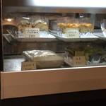 パスタハウス al dente - ケーキも販売しています。