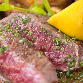 黒毛和牛を中心に赤身肉を炭火で食らう!希少部位を多数ご用意。