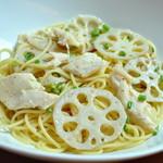 ランチ&バー 花菜 - レンコンと蒸し鶏のペペロンチーノ