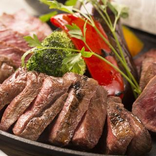 """【国産黒毛和牛""""赤身""""の塊肉】自慢の塊肉を炭火で焼き上げます"""