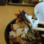 完熟ラーメン 本丸 - ミニ小豚丼。リフト(^-^)/
