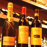 カーヴ 隠れや - 種類豊富なワイン…  隠れや自慢のワイン達。他、ビールやカクテルなど、ドリンクの種類がとても豊富!